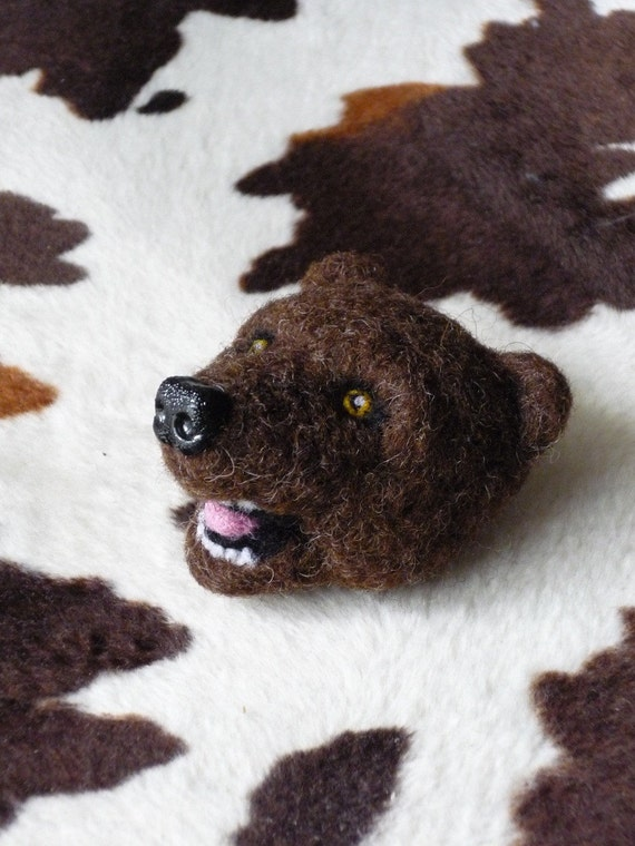 Needle felted pin - harmless brown bear
