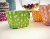 25 apple green Polka Dot Baking Cups - Nut Cups - Candy Cups - ice cream - cupcakes