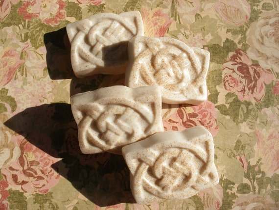 Wedding White Celtic Knot Exfoliating Guest Soaps Set of 4 Citrus Herb