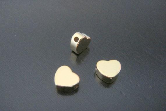 Matte Gold Tarnish Resistant mini heart bead disk Connectors, Earring Findings, pendants, 2 pc P311351