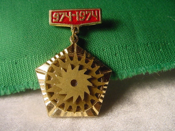Gorgeous Antique Steampunk Style - Steampunk Jewelry - Pin - Badge - Brooch