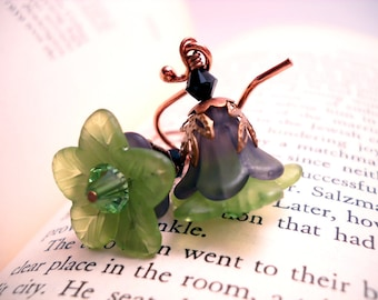 Black and green Lucite flower earrings: Skipping Shamrock Seminar - vintage style, elphaba, wicked, green earrings, copper earrings