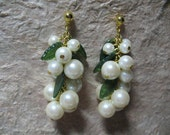 Vintage Glass Graduated Pearl Cluster Dangler Pierced Earrings with Leaves