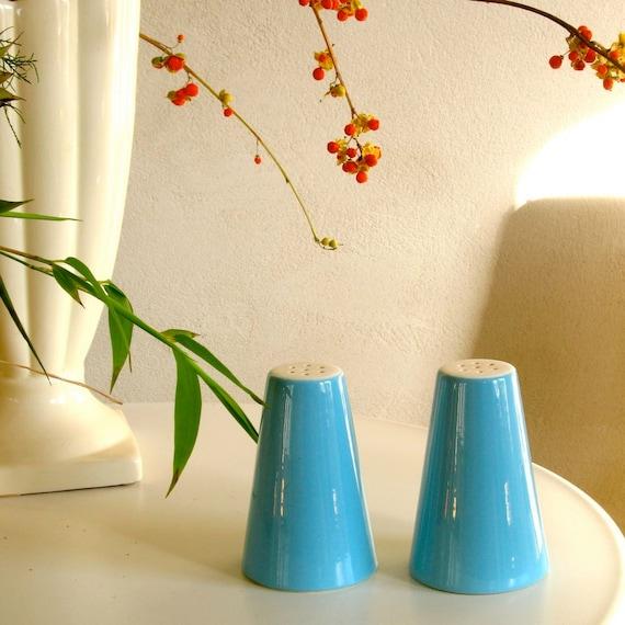 Salt Pepper Shakers Set Vintage Bright Baby Blue & White Mid Century Modern Classic