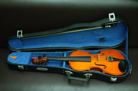 """rare antique violin tagged """"made in the people's republich of china"""""""