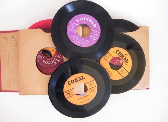 Vintage Record Album from the 1940s  with 19 45s included, like Doris Day and Gene Autry
