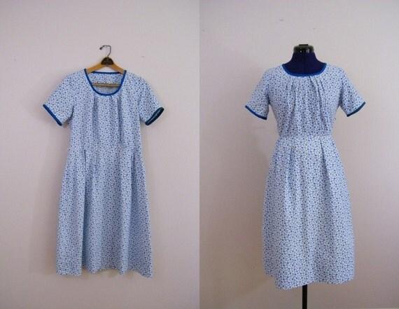 Vintage 1950s Day Dress / Blue Floral / Short Sleeves