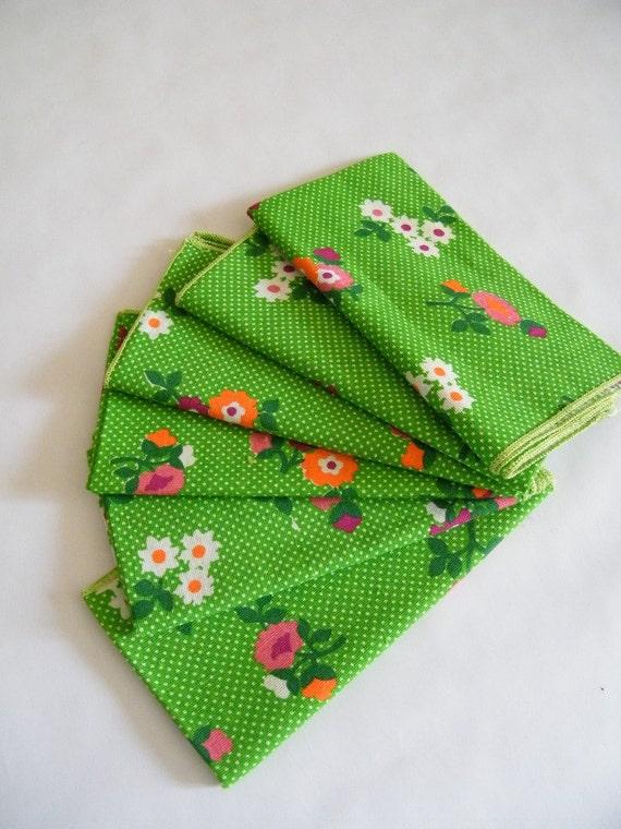 Vintage 1960s Cloth Napkins / Green Flowers / Set of 6