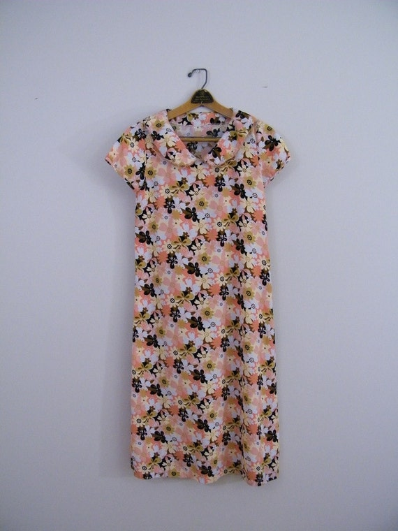 RESERVED FOR ALEXIS Vintage 1960 Shift Dress  / Groovy Flower Print / Junior Size