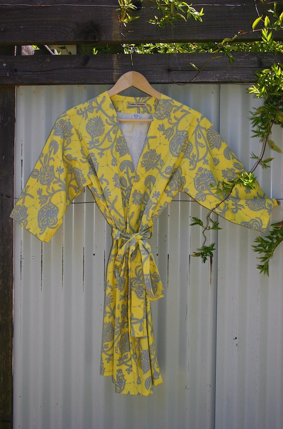 Womens Kimono Style Robe. Dressing Gown.  Wrap. Lemon Ice. Knee Length.