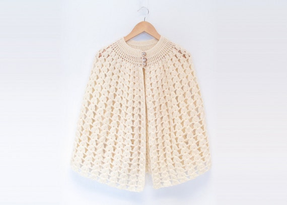 Vintage Loose Knit Beige Shawl / Cape