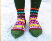 Handknitted socks from the Himalayas - Army green with crazy triangles on top