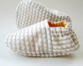 SALE - Reversible Baby Booties in White and Grey Scallops and Sunflower Yellow - Size 3