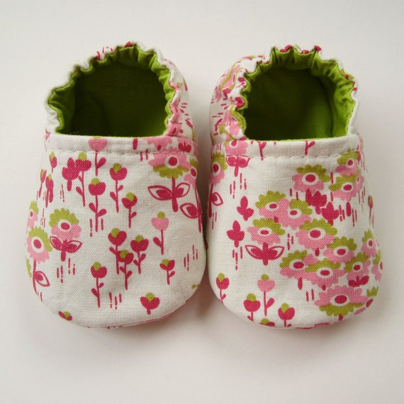 Reversible Baby Booties in White, Berry, Pink, and Lime Flowers - Sizes 1-4