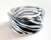 Plastic zebra print ring