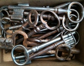 Antique Rusty Keys in Box, 28 Keys / English Shop