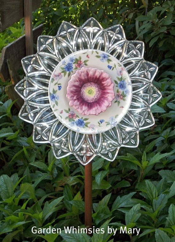 Items similar to Garden Stake Glass Plate Flower on Etsy