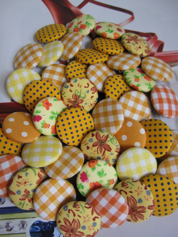 8 Fabric Covered Buttons - Yellow - 2.5cm