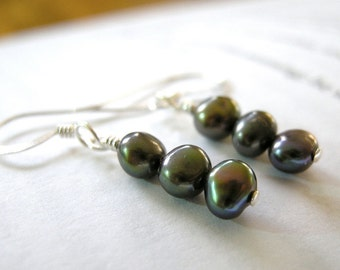 Moody Peacock Pearl Trio Dangly Earrings - Sterling Silver / Delicate Dark Gothic Colorful Freshwater Pearls, Unique Jewelry for Her