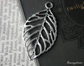 2 pcs Tibetan Silver Filigree Leaf Charm Pendant Connector 23113