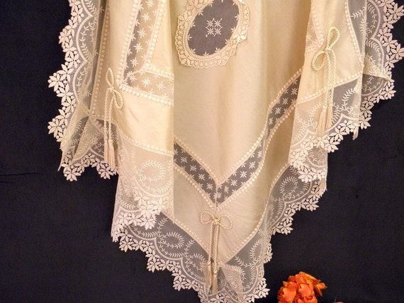 Tablecloth  with  Viennese Laces Ecru Silk Luxury: Tablecloth AC-01