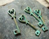 10 pcs - Handmade Faux Verdigris Patina Heart Key Metal Charms - 25mm