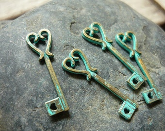 10 pcs - Handmade Faux Verdigris Patina Heart Key Metal Charms - 25mm