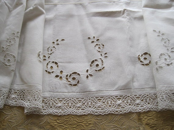 Beautiful Vintage French Embroidered Linen & Lace Panel / Valance