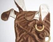 älskar baby OBV Brown & Natural Puppy Wood Ring Teether and Lovie Gift Set