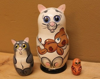 Cat  Nesting Dolls  Matryoshka Babushka dolls set of 3
