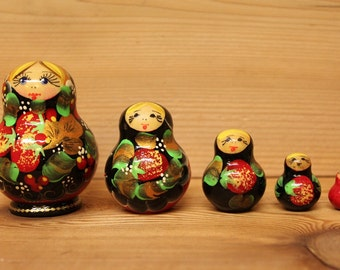 Nesting matryoshka Dolls with red and black berry design set of 5