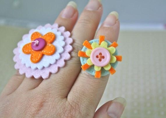 25% OFF SALE  - Large Powder Pink and Orange Flower Felt Ring