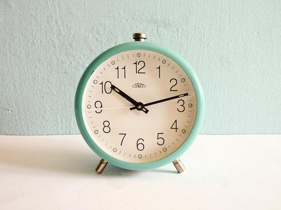 Vintage turquoise mechanical alarm clock working