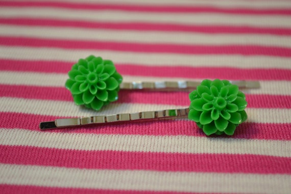 Kelly Green Chrysanthemum Cabochon Bobby Pins