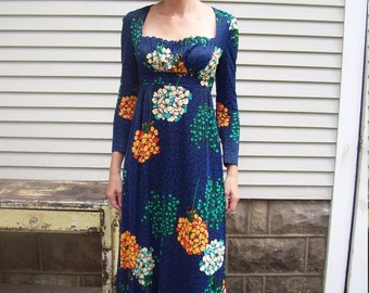 Vacation Sale Shipping Resumes 8/8 Floral Empire Peasant Maxi Dress
