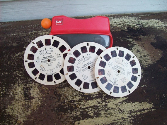 Red View Master With Three Snow White and the Seven Dwarfs Picture Wheels