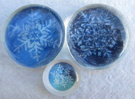 Glass Pebble Magnets -  Snow Flakes - Set of 3 - Winter - Holiday - Blue - White - Christmas Gift - X-mas