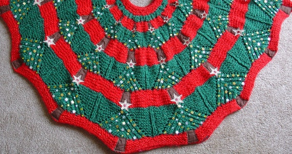 Knitting Pattern for a Christmas Tree Skirt