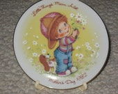 Avon Mother's Day 1982 Plate in original box with easel, Little Things Mean Alot