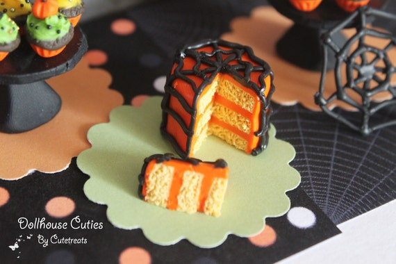 Dollhouse miniature - Halloween spiderweb cake