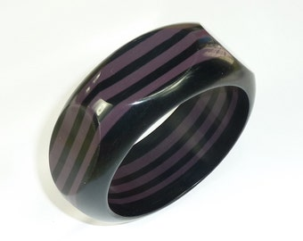 Awesome 80s Chunky Black & Purple Carved Lucite Bangle Bracelet