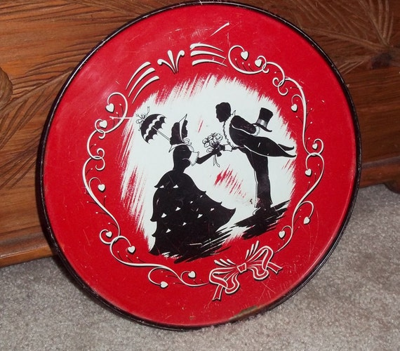 tin tray Silhouette  of courting Sweetheart Couple
