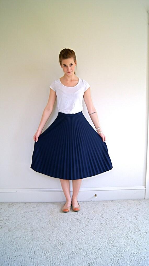 Vintage Skirt. 70s Navy Blue Accordion Pleat Midi Length Skirt. Small / Medium.