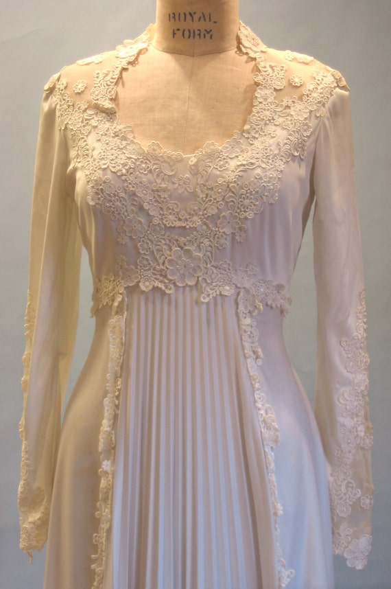 SALE 1970s bohemian wedding gown with train modern sz. 4 - 6