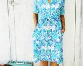 Vintage MOD FLOWER Blue Shift Dress.. size medium to large....80s dress. retro. garden party. bright. colorful.