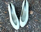 80s Vintage BABY BLUE Leather Nine West Heels....size 9.....80s accessories. mod. fancy. blue. pastel. pumps. heels. classic