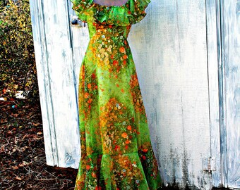 70s Vintage STUNNING Hippie Boho Classic Fancy Ruffled Dress....size small.....fancy. glam. 70s dress. green. ruffled. peasant.