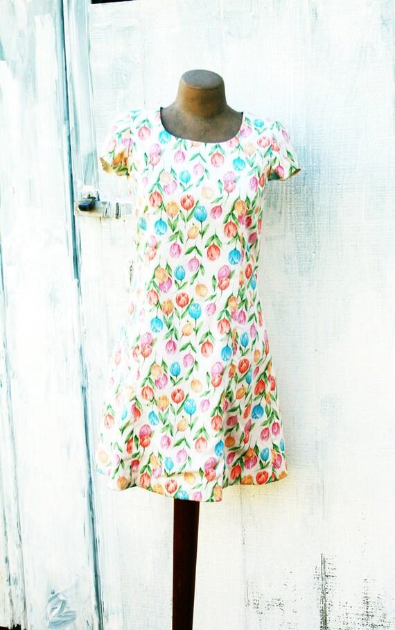 SALE// 80s CREAM TULIPS Mini Dress.....small......tulips. classy. floral. 80s dress. cream. mini.