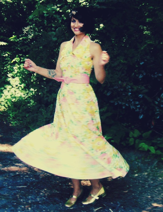 1970s MOD GIRL Groovy Hippie Floral Pink and Yellow Dress....twiggy. 1970s dress. mod dress. retro dress. floral dream dress. halter.