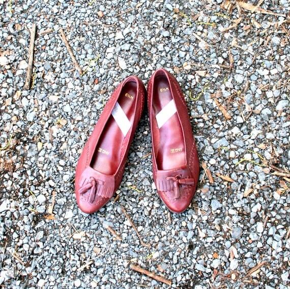 80s Vintage BURGUNDY Sweet Briar Flats....size 6 1/2......darling. maroon. burgundy. flats. shoes. women. leather. mod